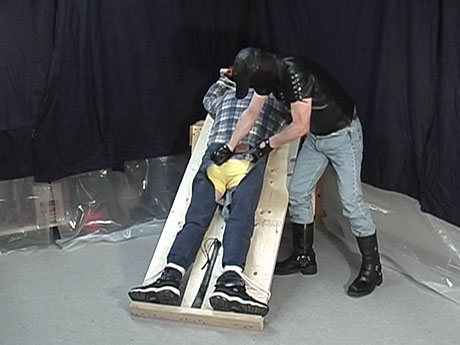 Gay Bears Hairy : Bound up homo bear villein gets his asshole fisted!
