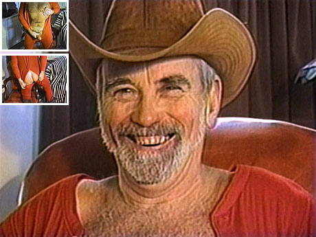 045 Old gay cowboy beats his hirsute ding-dong