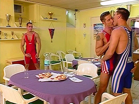Gay Muscle Men : Hungry homosex jocks need hard ramrod!