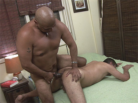Gay Mature Men : Beefy gay daddy drills aged butt in daybed!